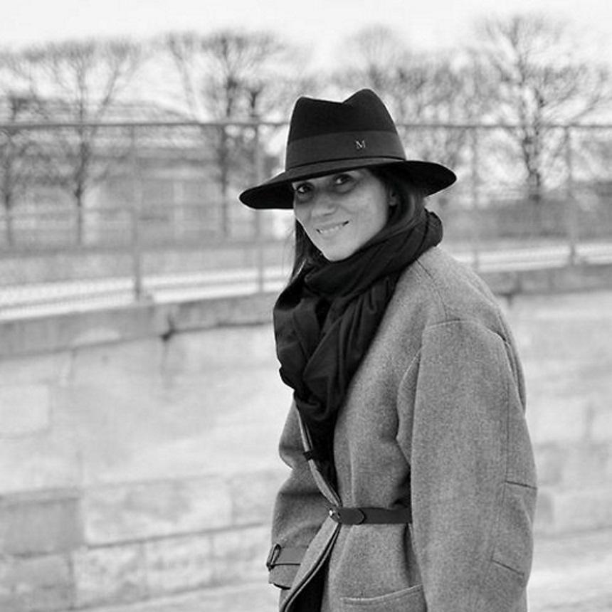 Το αγαπημένο αξεσουάρ της διευθύντριας της Vogue Paris στοιχίζει λιγότερο από 50 ευρώ