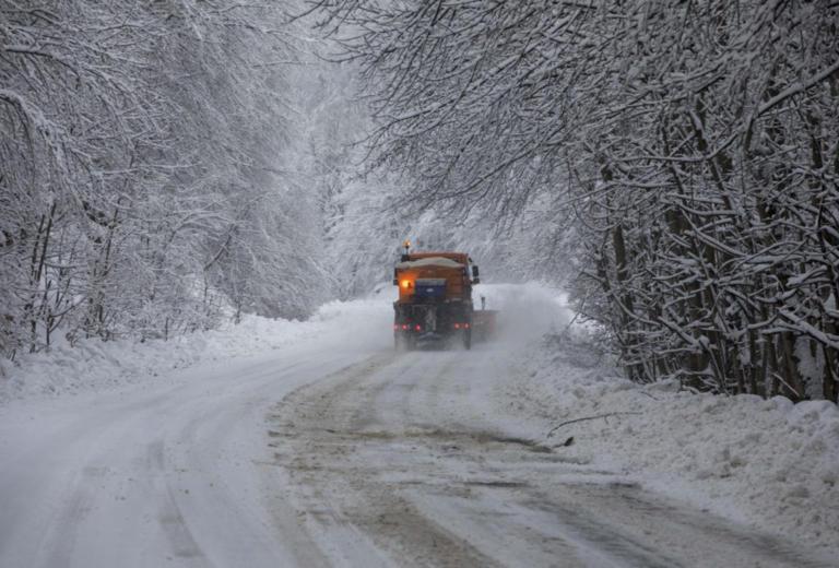 """Καιρός: Πρωτοχρονιά με τον """"Ραφαήλ""""! Έκλεισε λόγω χιονόπτωσης ο δρόμος προς Πάρνηθα   tlife.gr"""