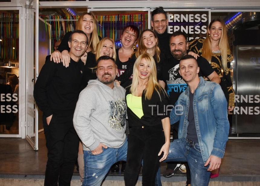 Φαίη Σκορδά: Mε casual look γιόρτασε τα γενέθλιά της με τους φίλους της! Φωτογραφίες από το πάρτι της! [pics] | tlife.gr