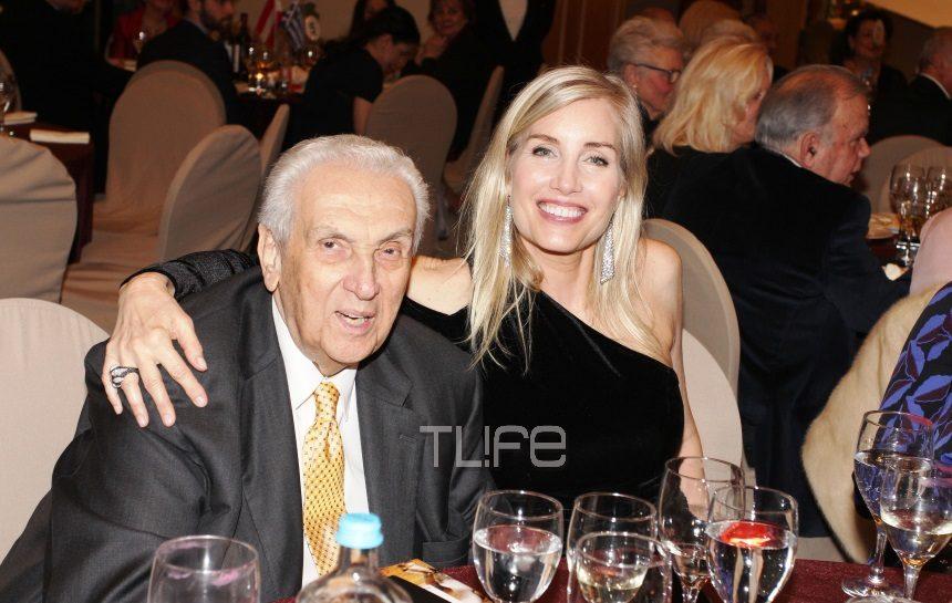Δημήτρης Κοντομηνάς: Κοσμική έξοδος  με την γοητευτική σύντροφό του, Laurie Holcombe! [pics] | tlife.gr