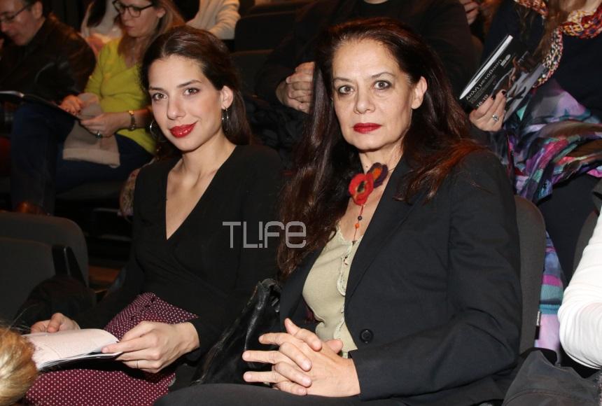 Λίλα Καφαντάρη: Σπάνια βραδινή έξοδος στο θέατρο με την κόρη της, Ηλιάνα Μαυρομάτη! [pics] | tlife.gr