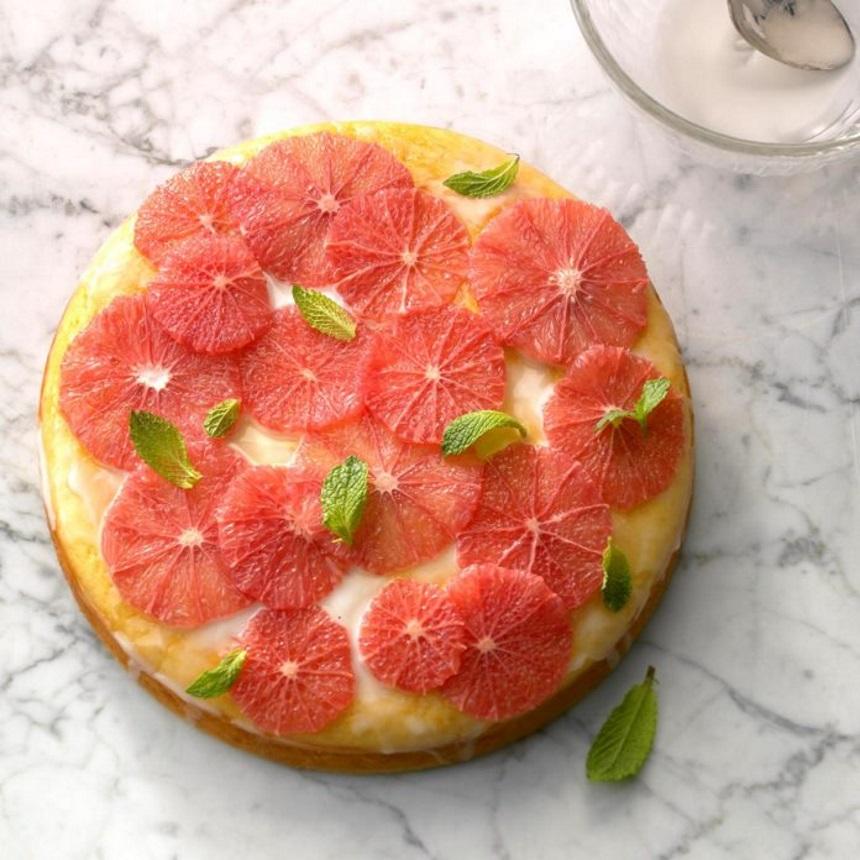 Αφράτο κέικ με γλάσο από γκρέιπφρουτ