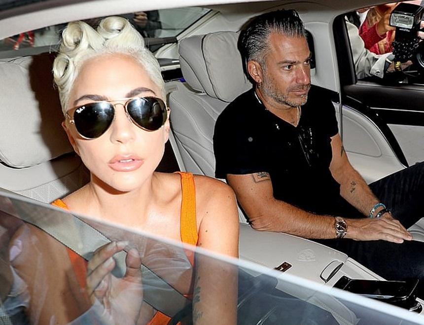 Χώρισε η Lady Gaga με τον αρραβωνιαστικό της λίγο πριν παντρευτούν;   tlife.gr