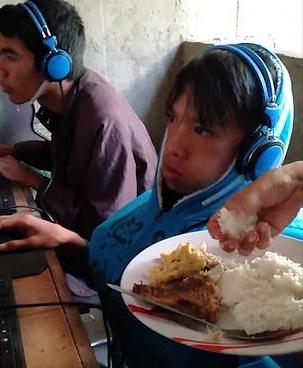 Απελπισμένη μάνα ταΐζει τον 13χρονο εθισμένο γιο της που παίζει video game για 48 ώρες! video | tlife.gr