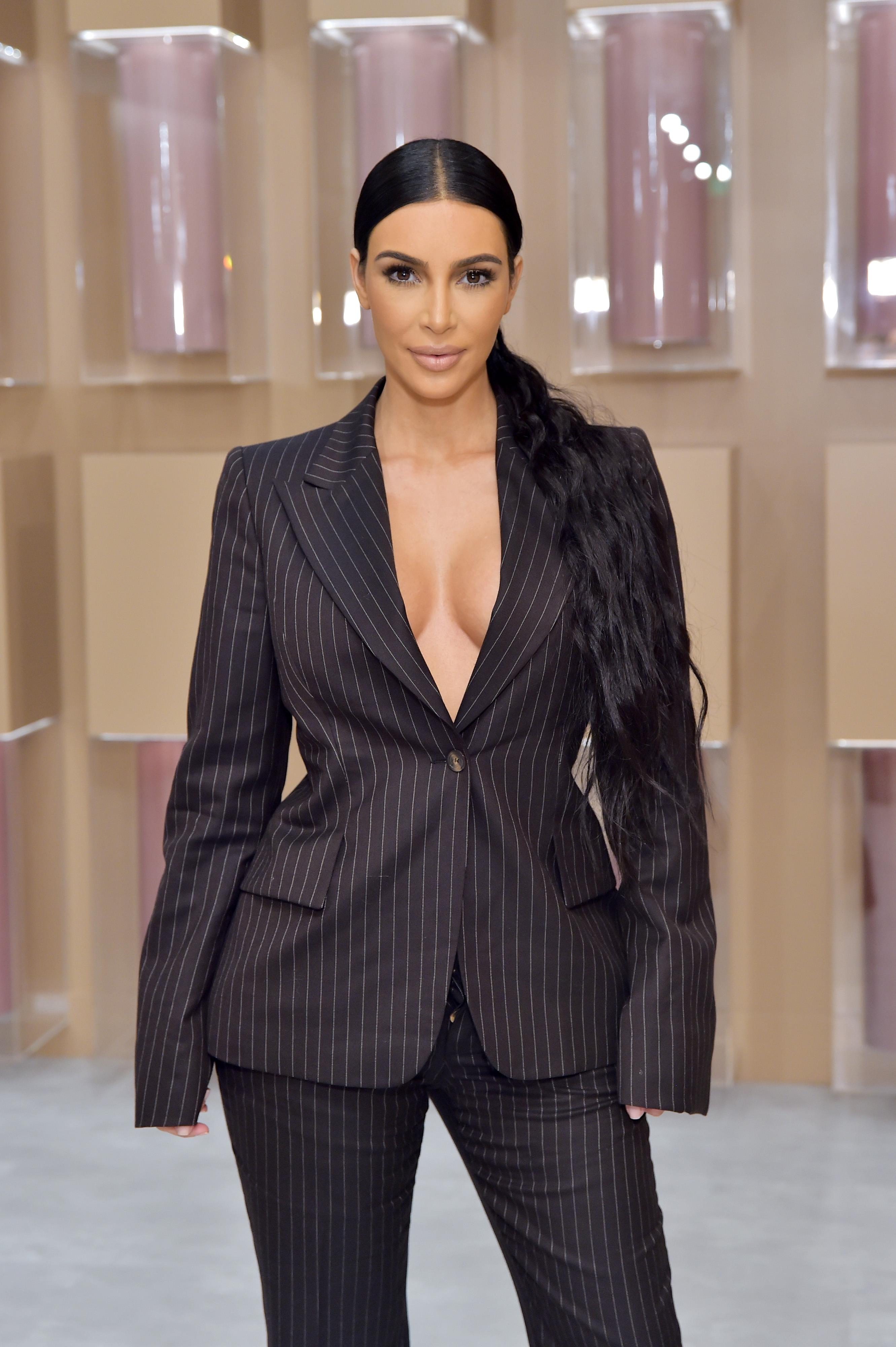 Το μανικιούρ της Kim Kardashian θα σε κάνει να νιώσεις μεγάλη νοσταλγία για τα 90's! Μαντεύεις; | tlife.gr