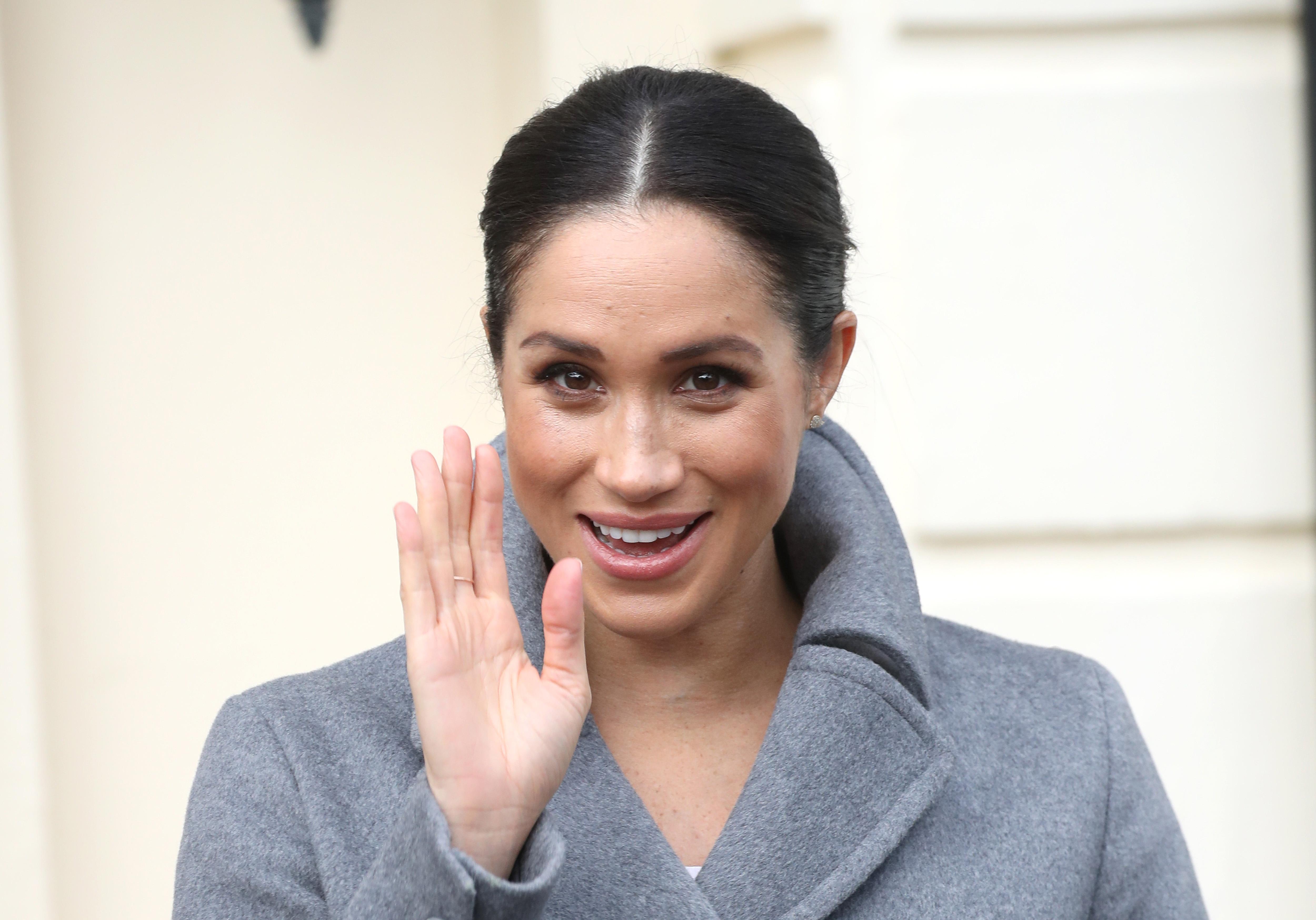 Η Meghan Markle και η Kim Kardashian χρησιμοποιούν το ίδιο προϊόν στο πρόσωπό τους και είναι τεράστια τάση! | tlife.gr