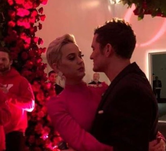Katy Perry – Orlando Bloom: Αρραβωνιάστηκαν την ημέρα του Αγίου Βαλεντίνου! To εντυπωσιακό δαχτυλίδι Φωτογραφίες   tlife.gr