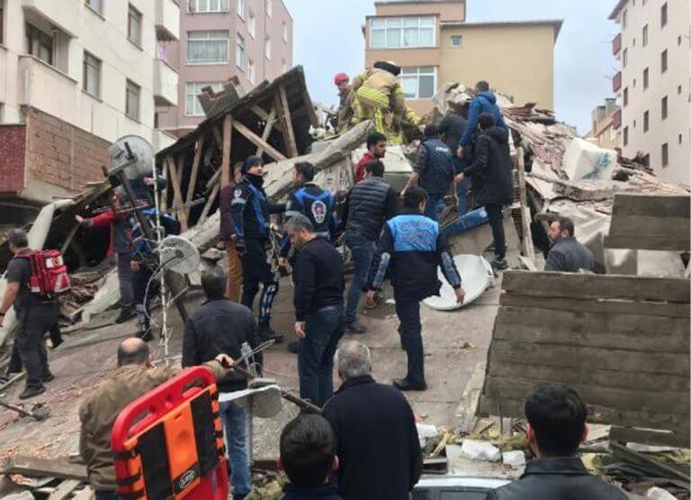 Κατέρρευσε εξαώροφο κτίριο στην Κωνσταντινούπολη! | tlife.gr