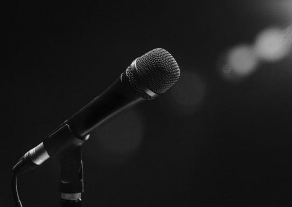 Έλληνας τραγουδιστής βγήκε από την εντατική και έκανε σύμφωνο συμβίωσης με την σύντροφό του! | tlife.gr