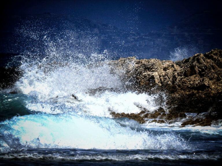 «Ωκεανίς»: Τα μποφόρ έδεσαν τα πλοία στα λιμάνια – Προβλήματα σε πτήσεις – Πού χρειάζονται αλυσίδες | tlife.gr