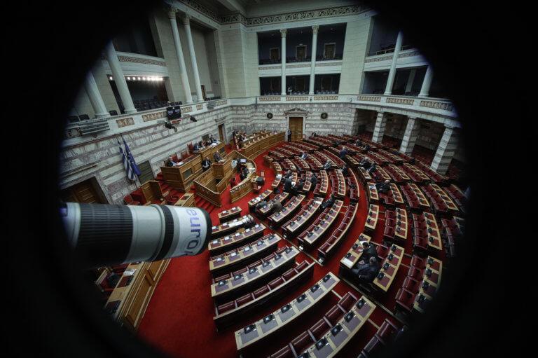 Συνταγματική Αναθεώρηση: Ανατροπή! Πέρασε τελικά το άρθρο 3 με 151 ψήφους | tlife.gr