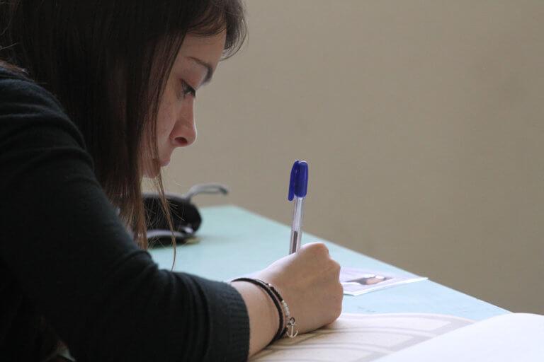 Πανελλαδικές εξετάσεις : Ανατροπή με αυξημένη ύλη σε τέσσερα μαθήματα – Οι αλλαγές | tlife.gr