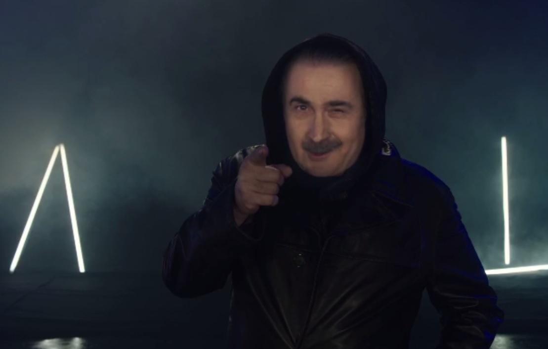 Λάκης Λαζόπουλος: Το πρώτο τρέιλερ για το Αλ Τσαντίρι Νιούζ! Video | tlife.gr