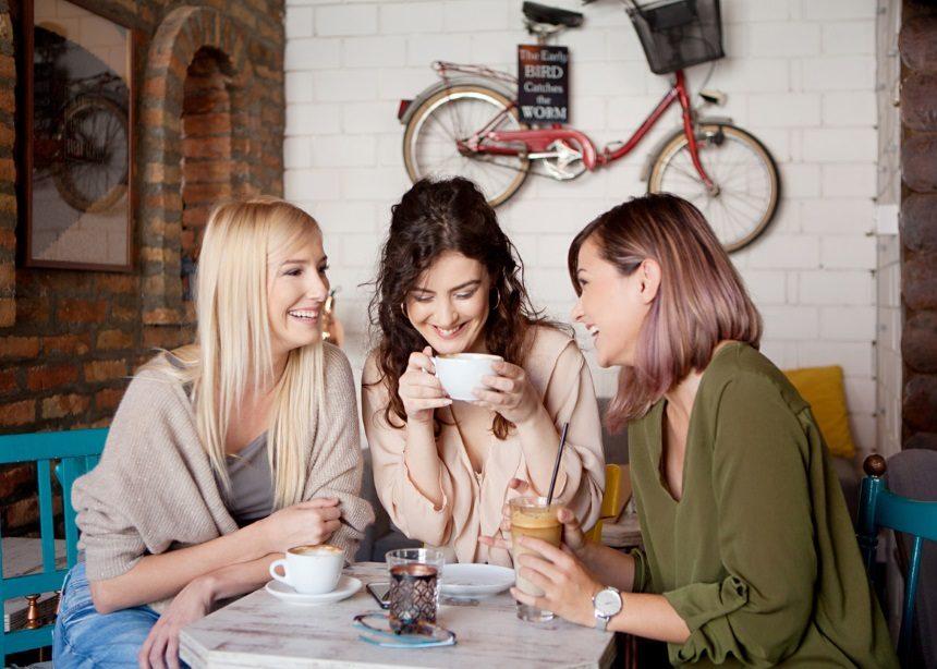 Mom galore: Τέσσερα πράγματα που κάνεις και ενοχλούν τις φίλες σου που δεν έχουν παιδιά | tlife.gr