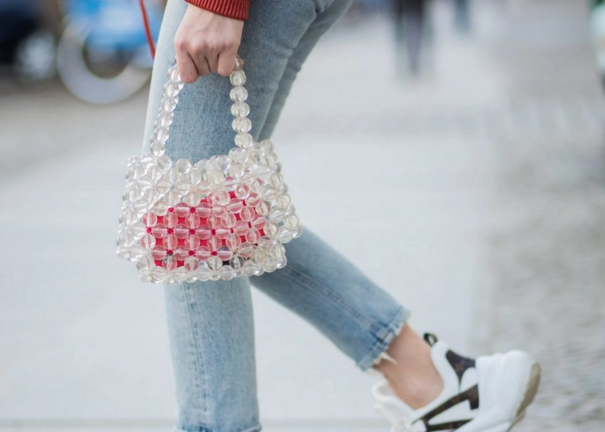Beaded bag: Ποια είναι η τσάντα που επέστρεψε από τη δεκαετία του '90 και την ντουλάπα των supermodels; | tlife.gr