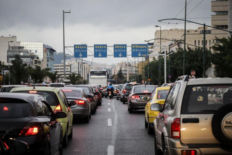Κίνηση παντού στην Αθήνα – Μπλοκαρισμένοι κεντρικοί δρόμοι | tlife.gr