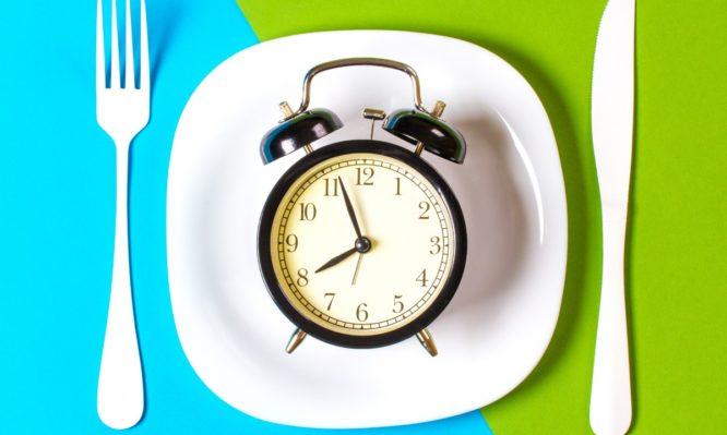 Η διαλειμματική νηστεία βοηθάει στην απώλεια βάρους – Η δίαιτα 16:8 | tlife.gr