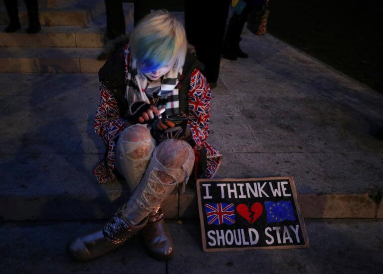 Έρευνα-σοκ: Πάνω από 600.000 θα χάσουν τη δουλειά τους από ένα «άτακτο» Brexit | tlife.gr