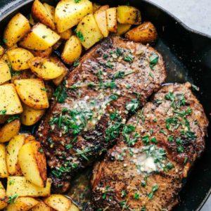 Μοσχαρίσια steaks με baby πατάτες και σάλτσα βουτύρου