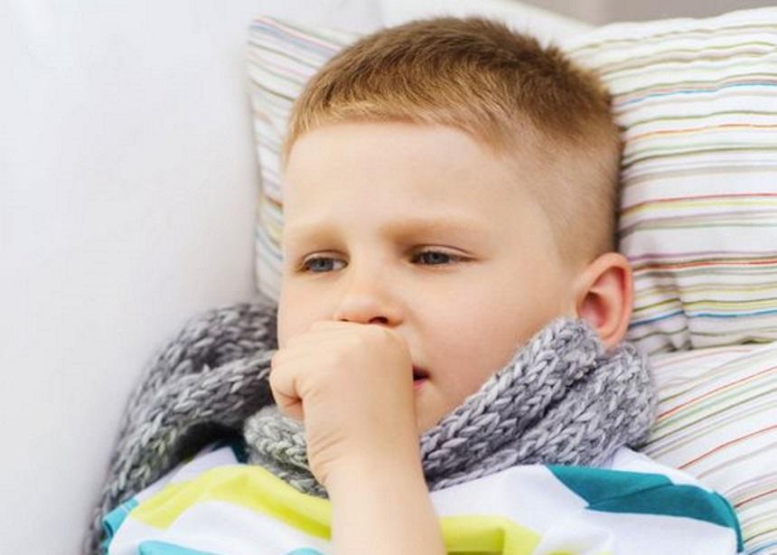Βήχας στα παιδιά: Ο παιδίατρος εξηγεί τι μπορεί να σημαίνει και πότε βοηθούν τα φάρμακα   tlife.gr