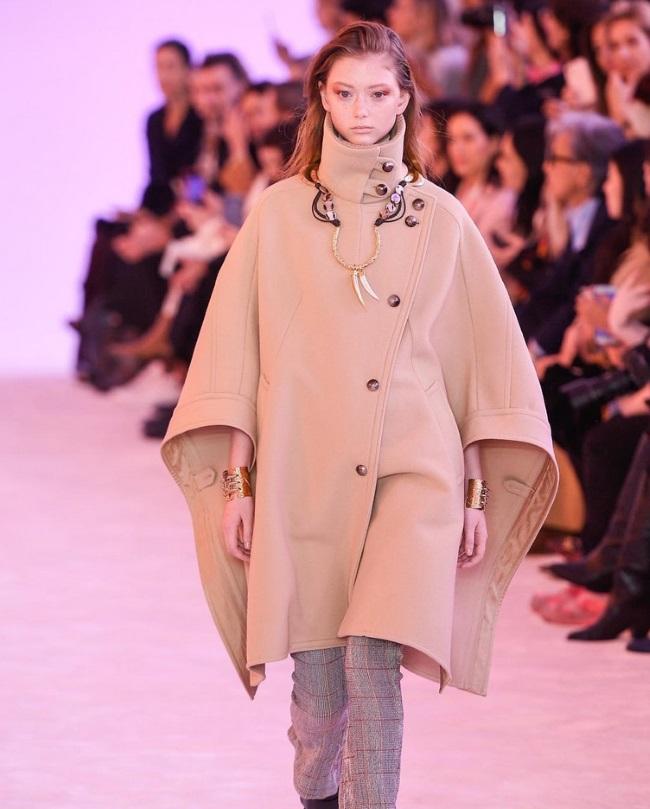 8c0015205dca Εβδομάδα Μόδας στο Παρίσι  Ο οίκος Chloe σχεδίασε τα πιο stylish ...