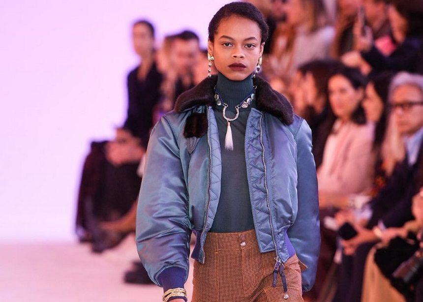 d98ca7263fb4 Εβδομάδα Μόδας στο Παρίσι  Ο οίκος Chloe σχεδίασε τα πιο stylish πανωφόρια  για τον επόμενο Χειμώνα