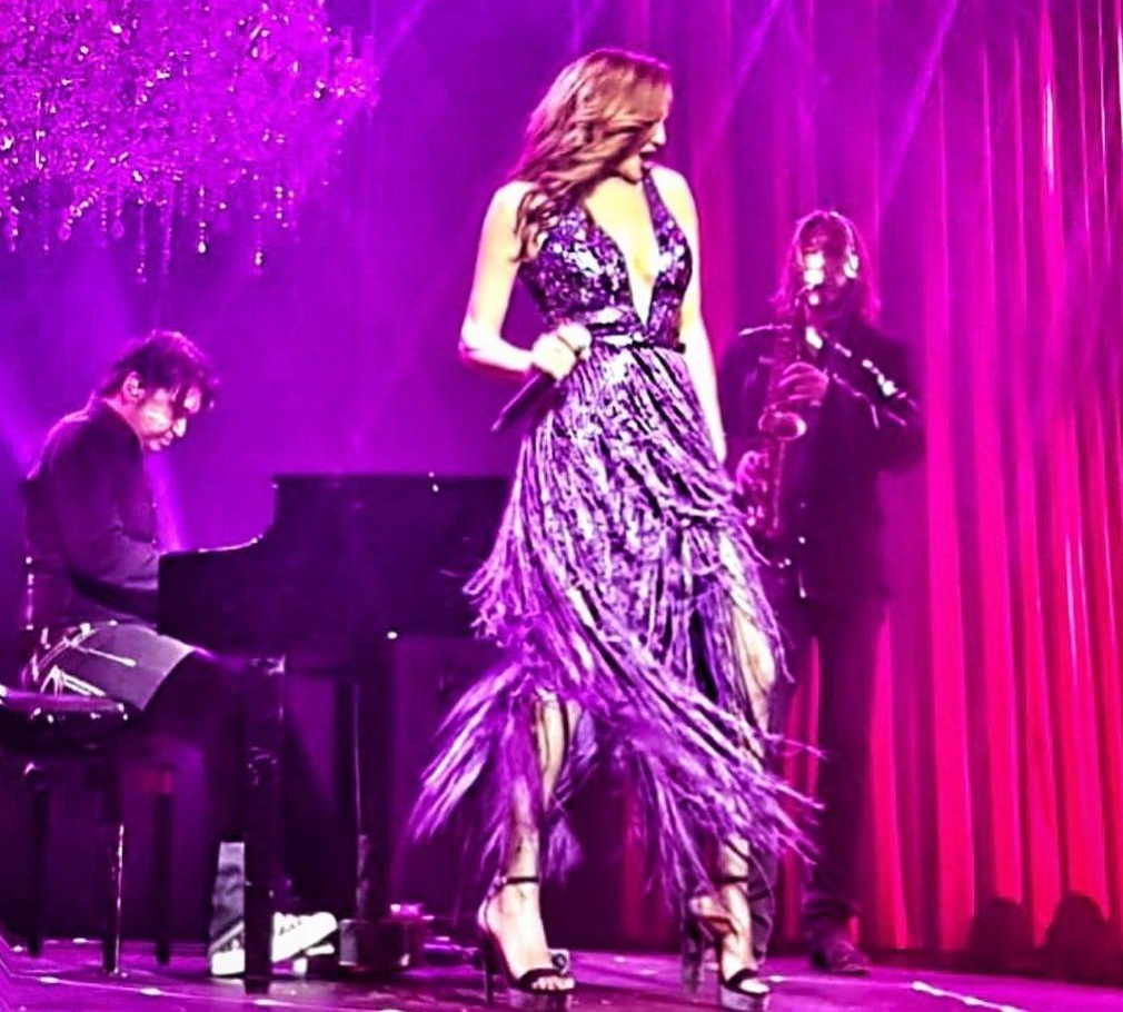 Δέσποινα Βανδή: Τι κάνει στα καμαρίνια λίγο πριν βγει στη σκηνή να τραγουδήσει; Video   tlife.gr