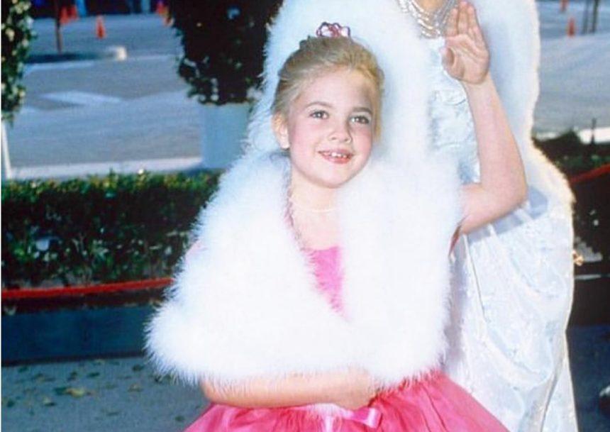 Το κοριτσάκι της φωτογραφίας είναι πασίγνωστη ηθοποιός – Tην αναγνωρίζεις; | tlife.gr