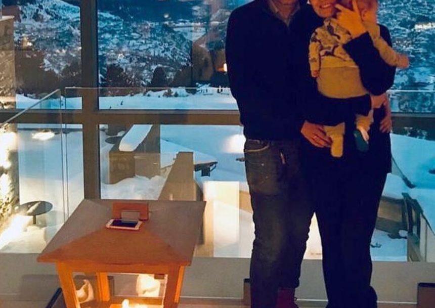 Απόδραση στο χιονισμένο Μέτσοβο για Έλληνα τραγουδιστή με τη σύζυγό του και τον 6 μηνών γιο τους! | tlife.gr