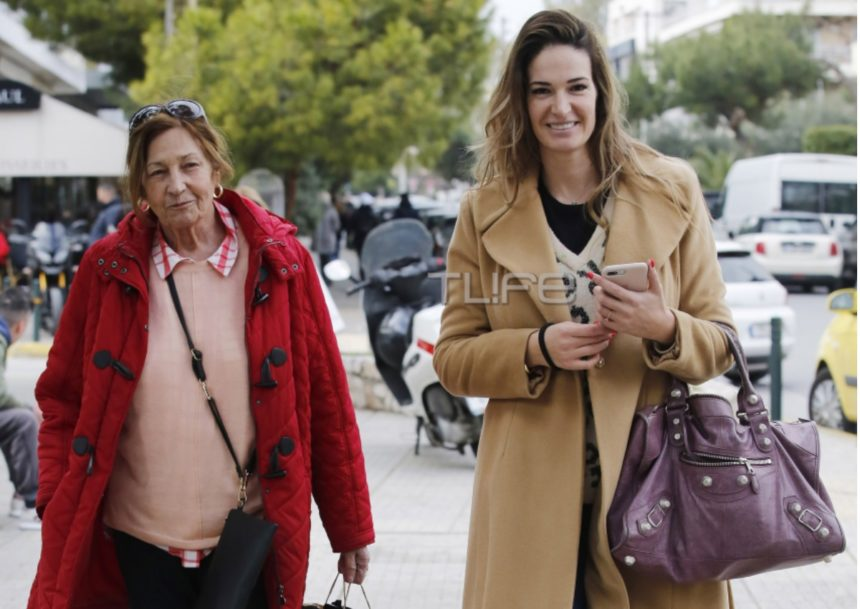 Εύα Λάσκαρη: Βόλτα στην Γλυφάδα μαζί με την μητέρα της! [pics]   tlife.gr