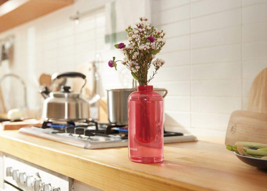 Βλέπεις αυτό το εντυπωσιακό minimal βάζο; Είναι πολλά περισσότερα απ' ό,τι νομίζεις! | tlife.gr