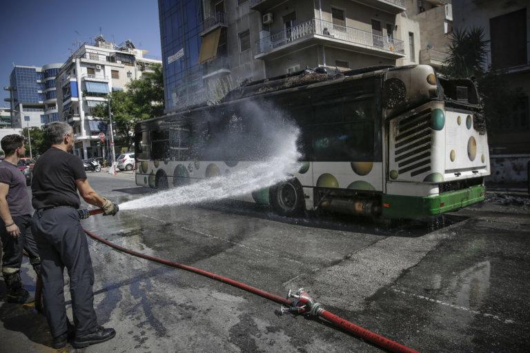 Λεωφορείο έπιασε φωτιά εν κινήσει στην λεωφόρο Μεσογείων! | tlife.gr