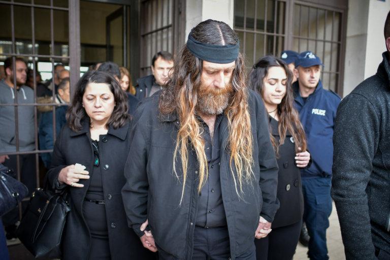Βαγγέλης Γιακουμάκης: Ξέσπασε σε κλάματα ο πατέρας του – Οι απουσίες και η διακοπή στη δίκη   tlife.gr