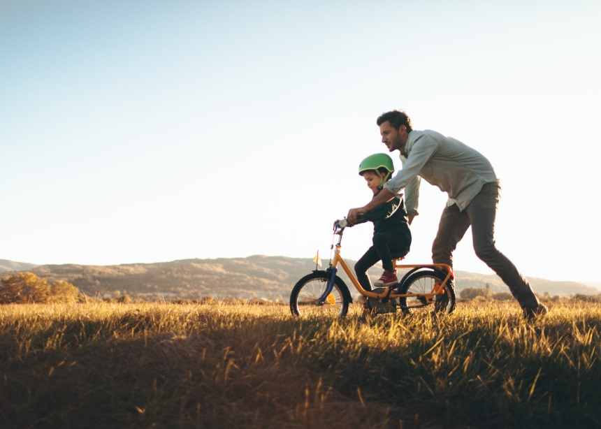 Οι μπαμπάδες είναι πιο ευτυχισμένοι γονείς από τις μαμάδες και αυτό κάτι σημαίνει   tlife.gr