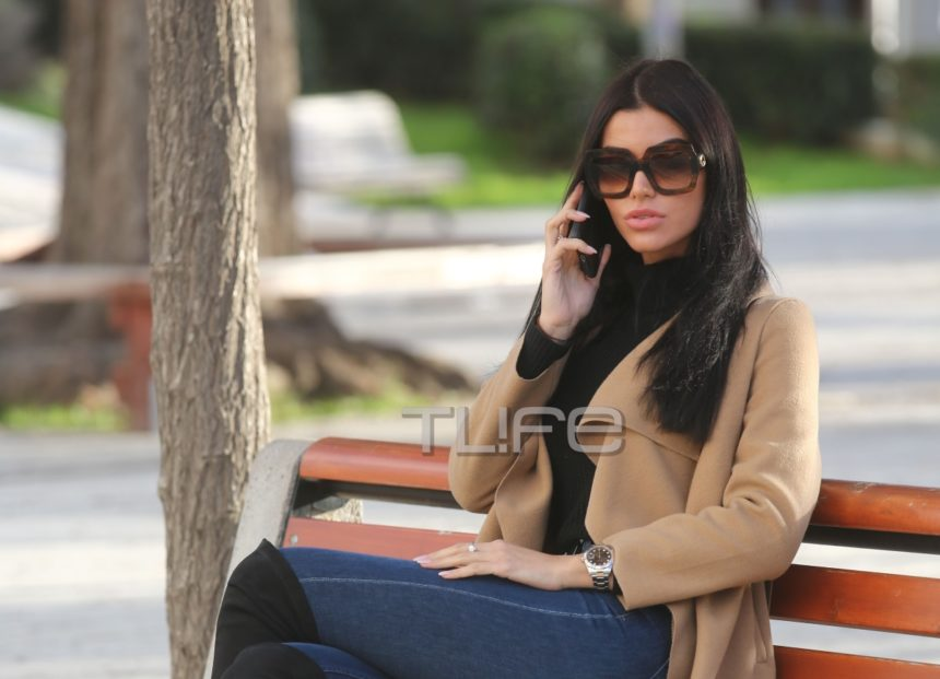 Ιωάννα Μπέλλα: Χαλαρή βόλτα με casual look στα νότια προάστια [pics] | tlife.gr