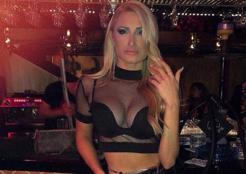 Ιωάννα Τούνη: Ποζάρει με την «δίδυμη αδερφή» της και αποκαλύπτει τα… ψεγάδια του κορμιού της!   tlife.gr