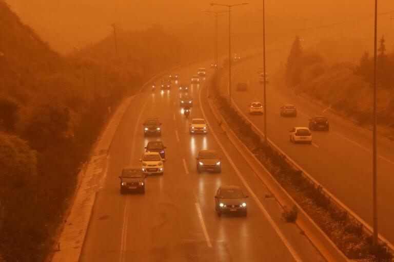 Καιρός: Σφοδρές καταιγίδες, σκόνη και θυελλώδεις άνεμοι   tlife.gr