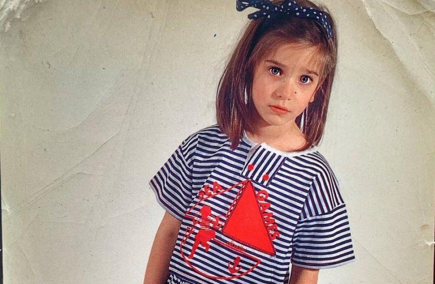 Το χαριτωμένο ναυτάκι είναι σήμερα Ελληνίδα πρωταγωνίστρια στο θεάτρο και την τηλεόραση | tlife.gr