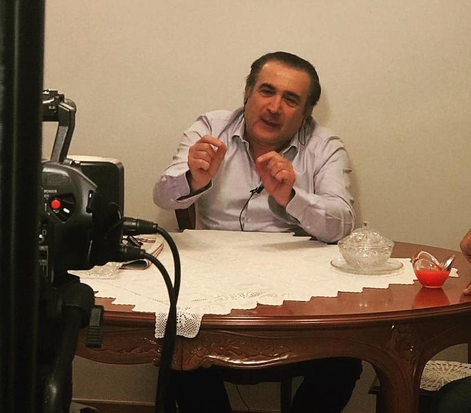 Ο Λάκης Λαζόπουλος επιστρέφει με το «Aλ τσαντίρι»! Σε ποιο κανάλι θα τον δούμε;   tlife.gr