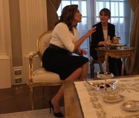 Μπέττυ Μπαζιάνα: Οι chic ενδυματολογικές της επιλογές στο ταξίδι με τον Πρωθυπουργό στην Τουρκία! [pics] | tlife.gr
