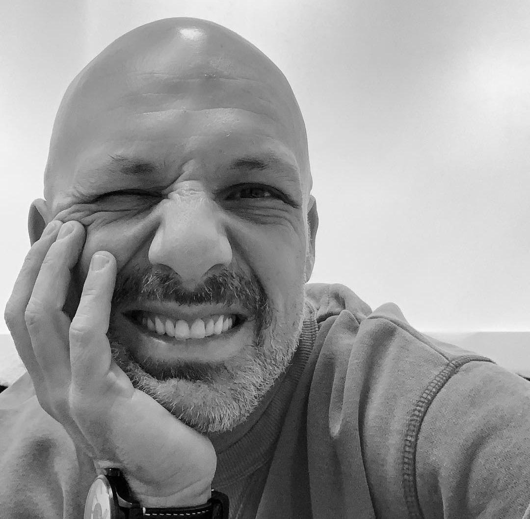 Νίκος Μουτσινάς: Το πρώτο του μήνυμα μετά το πρόβλημα υγείας του | tlife.gr