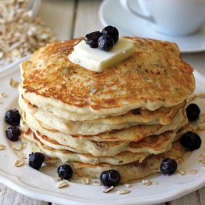 Pancakes με μύρτιλα και σιρόπι σφενδάμου