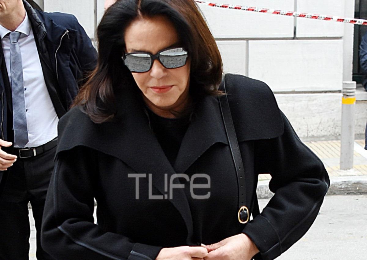 «Μαζί σου»: Συντετριμμένη η Κατερίνα Παναγοπούλου στην κηδεία του εφοπλιστή συζύγου της, Περικλή Παναγόπουλου (video) | tlife.gr
