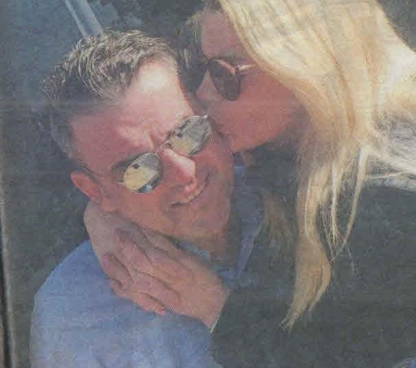 Μανώλης Πετσίτης: Ετοιμάζεται για γάμο με την τραγουδίστρια Βίκυ Καρνέζη, πρώην σύντροφο του Λ. Πανταζή! | tlife.gr