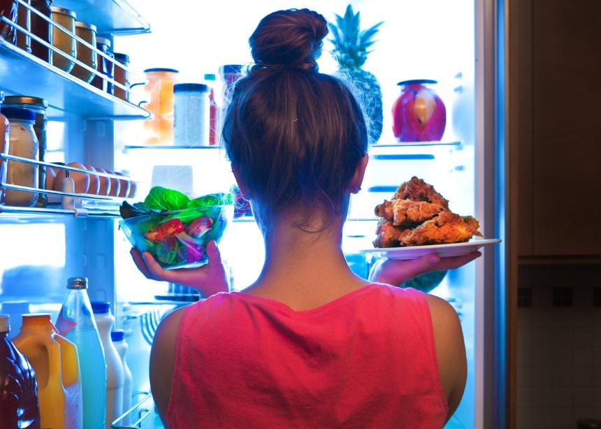 """""""Το βράδυ έχω επιθυμία για ανθυγιεινό φαγητό και χαλάω τη δίαιτά μου. Υπάρχει λύση σε αυτό το πρόβλημα;"""""""