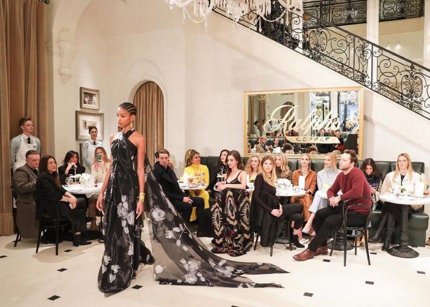 Ο Ralph Lauren μεταμόρφωσε το κατάστημά του σε γαλλικό brasserie για τις ανάγκες του νέου show | tlife.gr