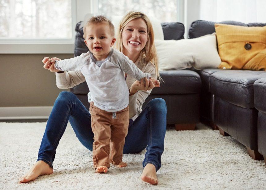 Security first: Πέντε σημεία που πρέπει να ασφαλίσεις για τα πρώτα βήματα του παιδιού | tlife.gr