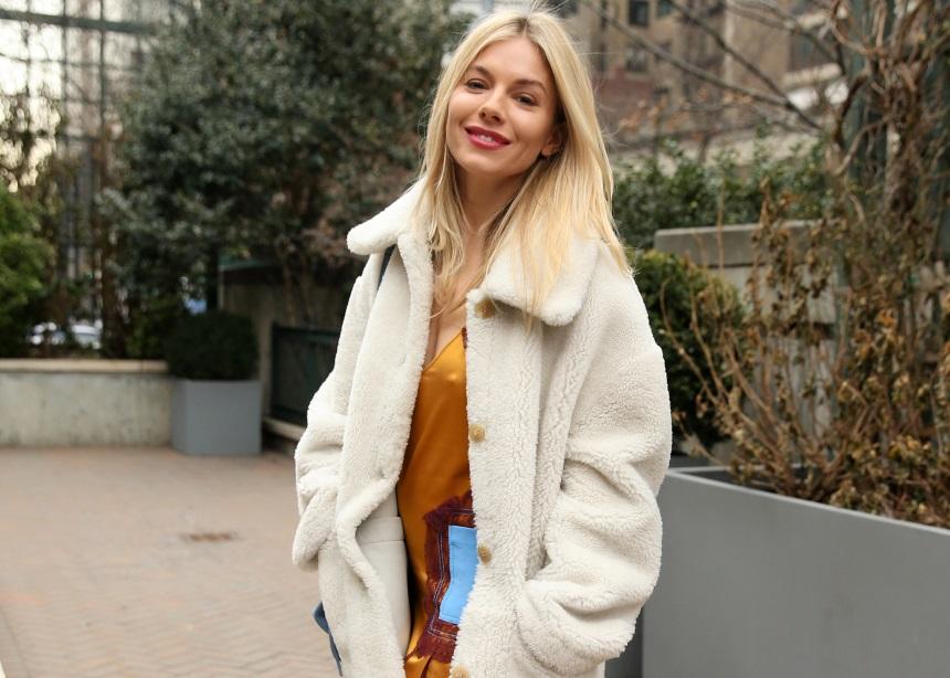 Styling tips για το απόλυτο casual style από τη Sienna Miller
