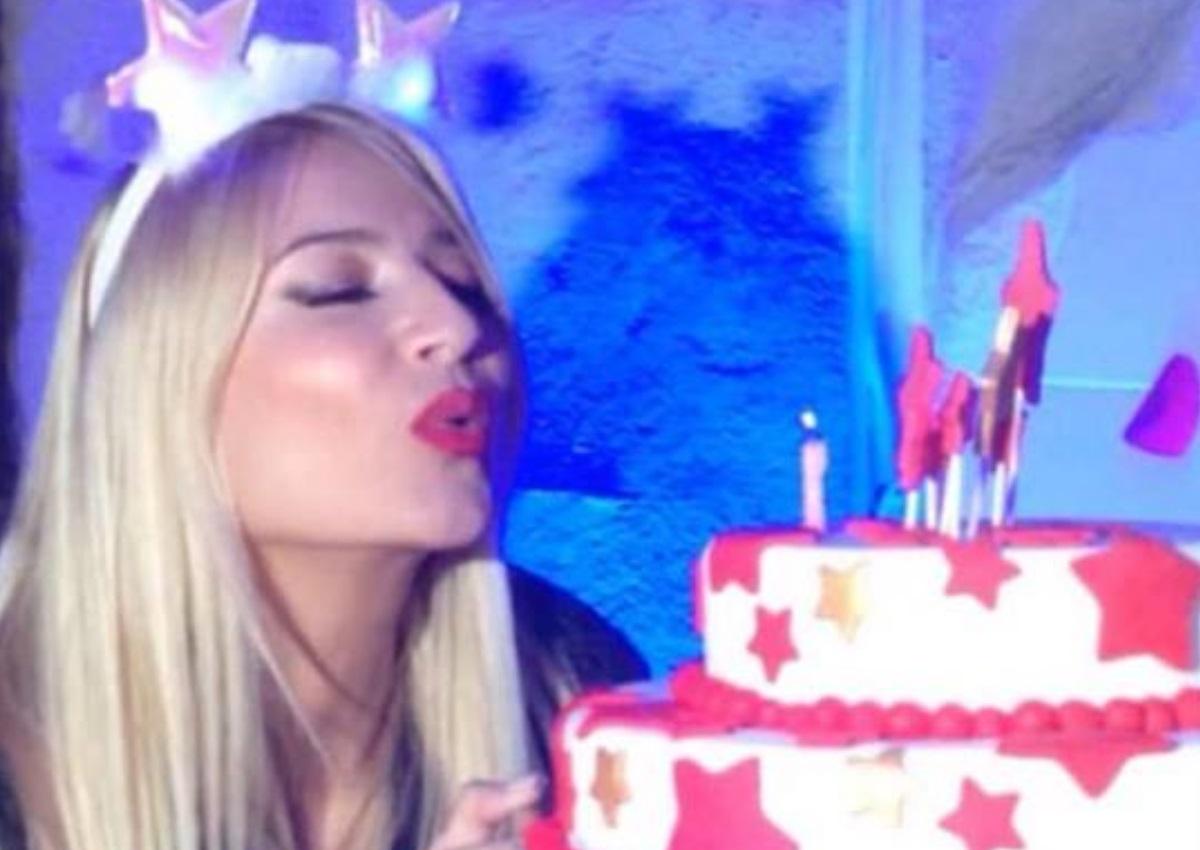 Η Φαίη Σκορδά έγινε 39 και το γιόρτασε με ένα μεγάλο party – Η εντυπωσιακή τούρτα και οι λαμπεροί καλεσμένοι (pics,video)