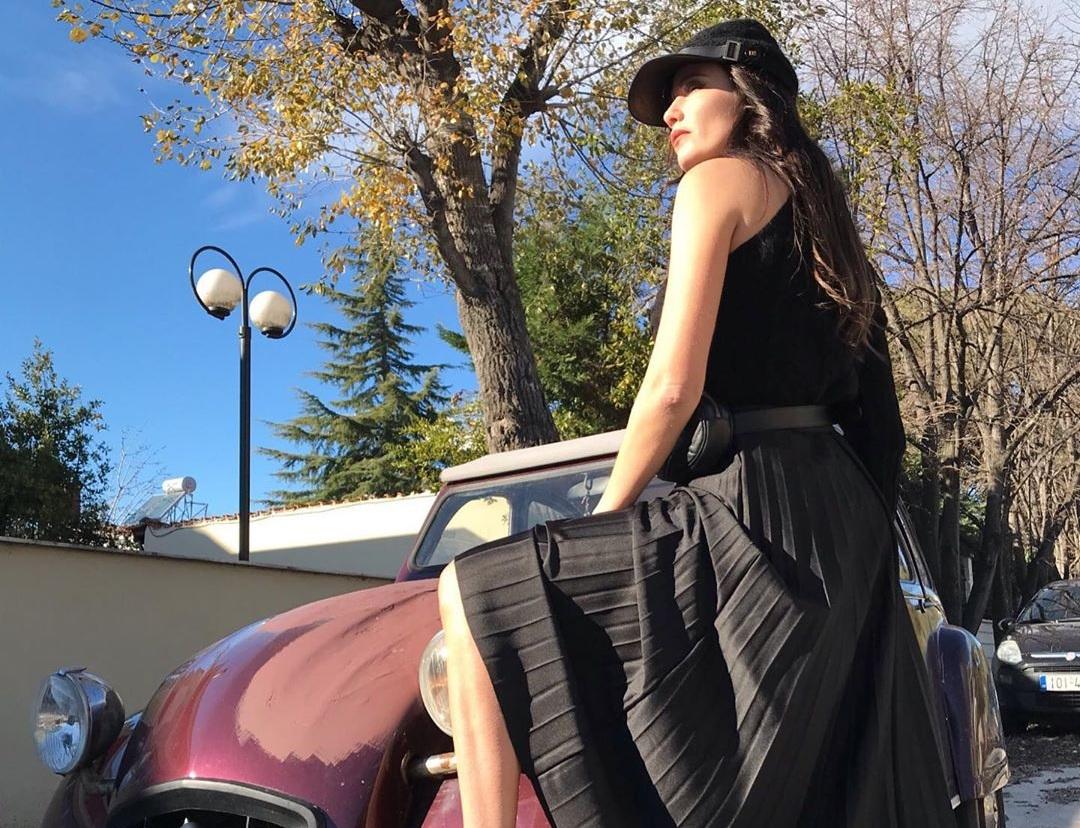Τυλίχτηκε στις φλόγες το αυτοκίνητο της Στέλλας Γιαμπουρά – Τι λέει η ίδια στο TLIFE για την περιπέτειά της